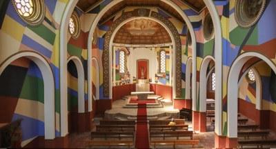 Berni Puig, artista del Centre Cultural i Artístic Konvent de Cal Rosal (Berguedà), transforma l'església Sant Joan Baptista de Penelles