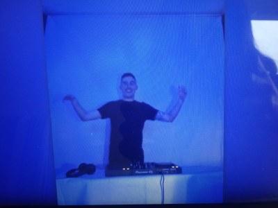 DJ GNIX amenitzant la nit