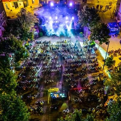 Vista aèrea Plaça Major durant l'espectacle de Doctor Prats. Fotografia: Marc Llorens