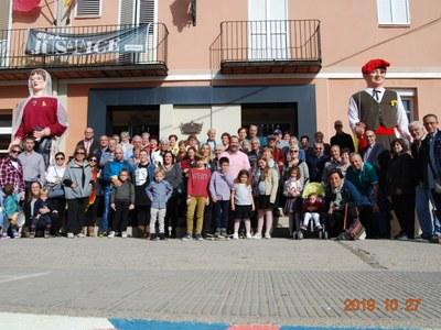 La vila florida de Vilaller visita els murals de Penelles