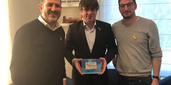 Carles Puigdemont amb l'alcalde Eloi Bergós i el regidor Robert Coll