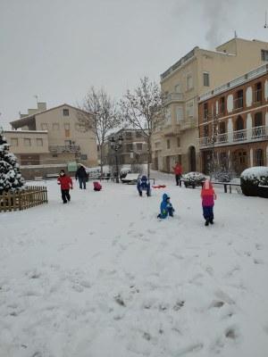 Quitxalla jugant al carrer - Fotografia: M. Teresa Daniel
