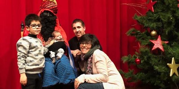 En Lluc, l'infant més petit del poble amb el patge reial i la seva família